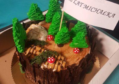 Catering - tort na osiemnastkę